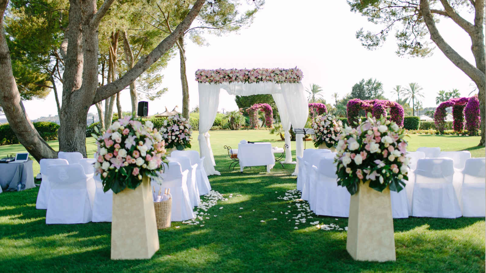Your fairytale ceremony in a romantic setting by the Mediterranean Sea