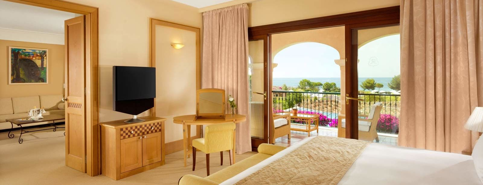 Ocean Two Suite |The St. Regis Mardavall Mallorca Resor